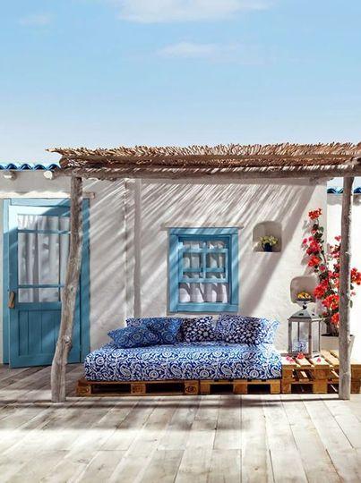 terrasse-avec-salon-de-jardin-en-palettes-inspiration-bord-de ...