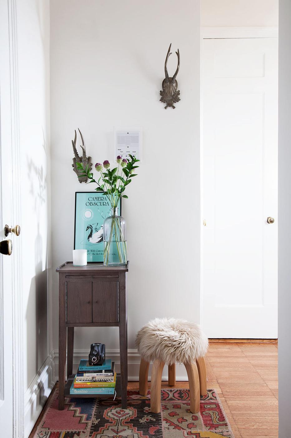Compact-table-on-a-small-entryway-wall