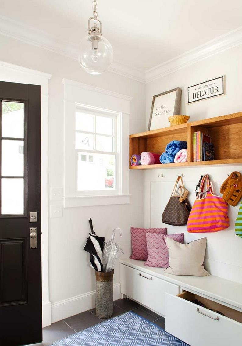 Entryway-storage-with-overhead-shelving