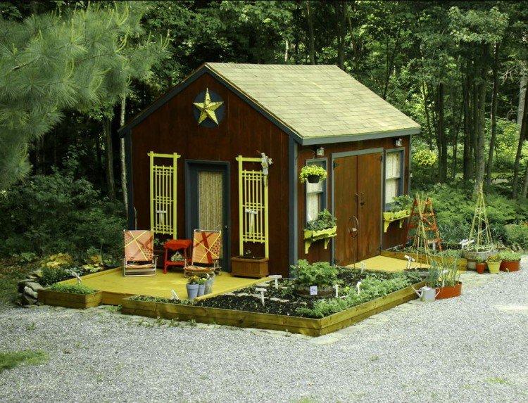 cabane-jardin-moderne-bois-grille-fenêtre-jaune-terrasse-chaises ...